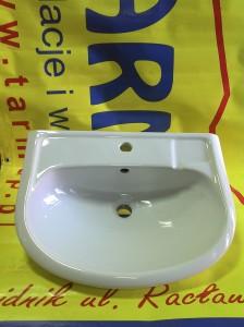 biała ceramiczna umywalka